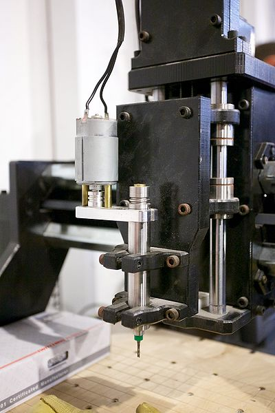 File:Quality picture of spindle as was mounted when equipment was worked with oct 2012.jpg